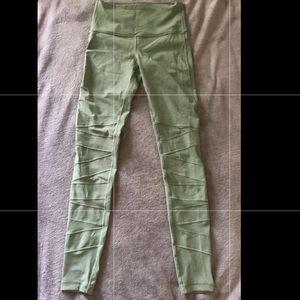 Girls Ivivva green size 10 leggings